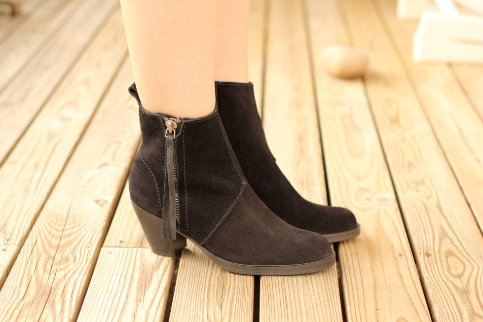 Style_by_Marie_Acne_Pistol_Boots_2