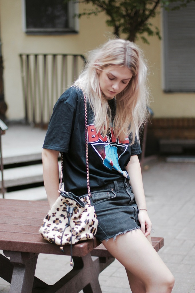 Style-by-Marie-Fashion-Blog-Outfit-David-Bowie-Shirt-5