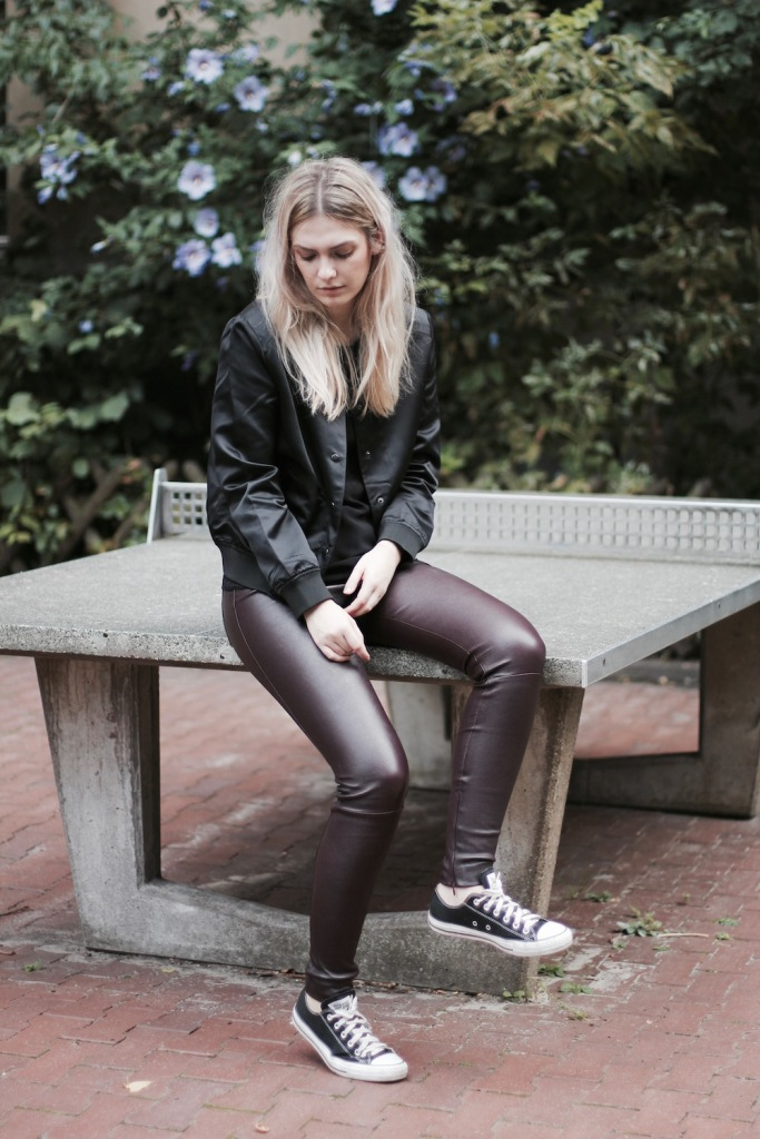 Style-by-Marie-Fashion-Blog-Outfit-Lederhose-Lala-Berlin-Bomberjacke-1
