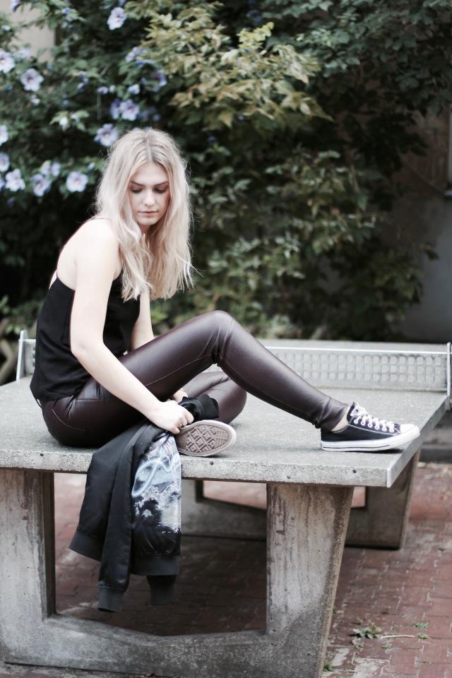 Style-by-Marie-Fashion-Blog-Outfit-Lederhose-Lala-Berlin-Bomberjacke-8