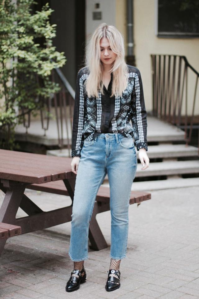 Style-by-Marie-Fashion-Blog-Fishnets-Netzstrumpf-Kick-Flare-Denim-4