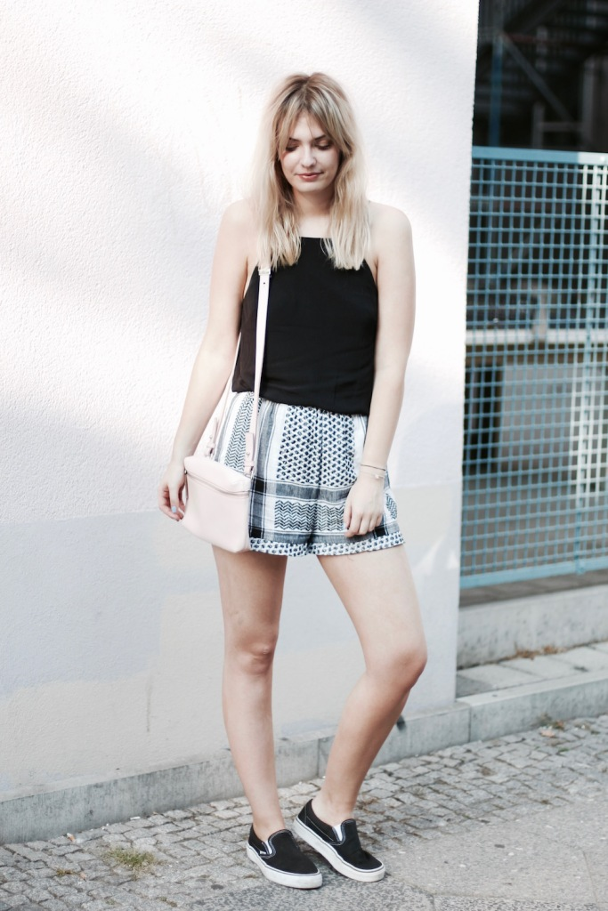 style-by-marie-outfit-cecilie-copenhagen-shorts-vans-1