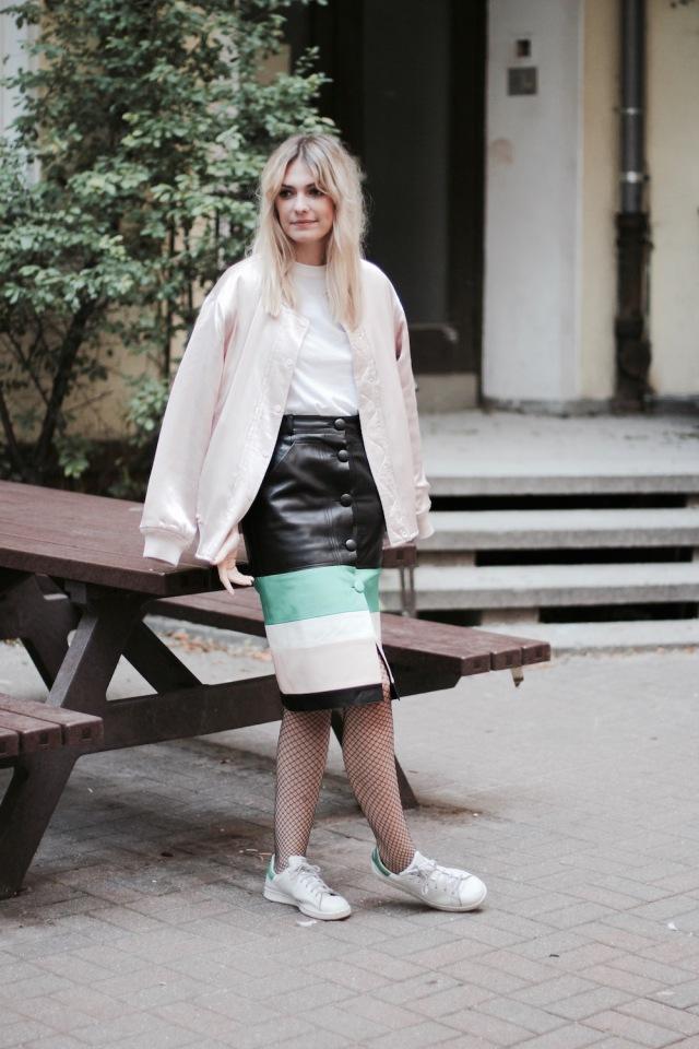 style-by-marie-outfit-lederrock-jonathan-saunders-netzstruempfe-adidas-stan-smith-1