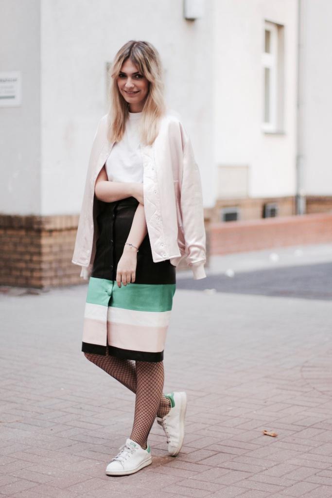 style-by-marie-outfit-lederrock-jonathan-saunders-netzstruempfe-adidas-stan-smith-3