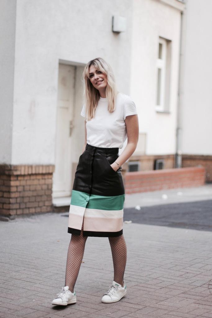 style-by-marie-outfit-lederrock-jonathan-saunders-netzstruempfe-adidas-stan-smith-4
