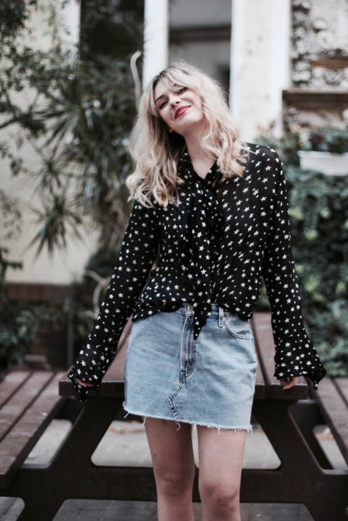 style-by-marie-outfit-sternenbluse-jeansrock-doc-martens-8