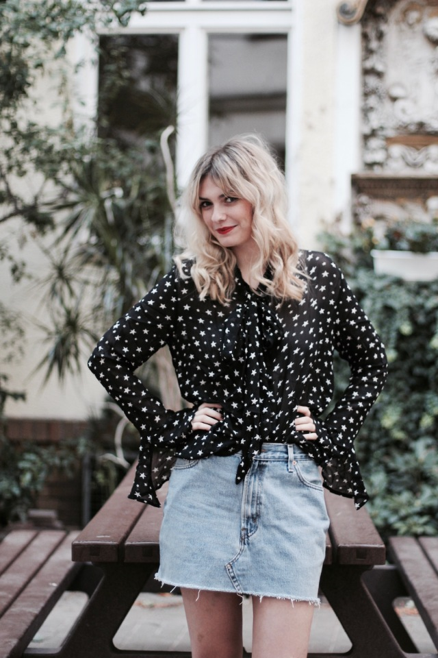 style-by-marie-outfit-sternenbluse-jeansrock-doc-martens-9